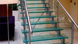 Стеклянная лестница сварная на одном косоуре