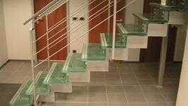 Стеклянная лестница сварная на двух косоурах
