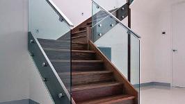 Стеклянные ограждения для лестниц классические
