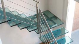 Стеклянная лестница поворотная с площадкой