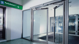 Стеклянная распашная автоматическая дверь для входной группы