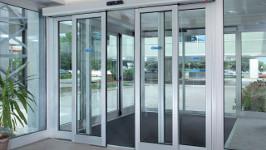 Телескопическая раздвижная дверь для входной группы